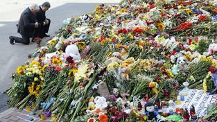Ukrajinský prezident Petro Porošenko během piety za oběti pádu boeingu