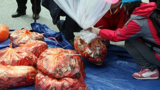Jihokorejští aktivisté posílají do KLDR heliem plněné balonky se sušenkami