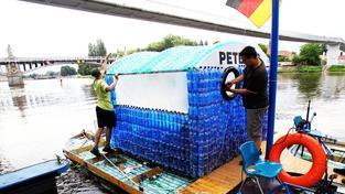 Petburg, loď z plastových lahví
