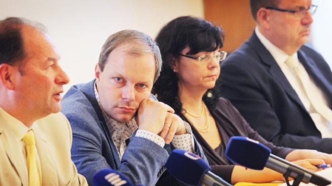 Jan Mládek (zcela vpravo), Michaela Marksová a Marcel Chládek