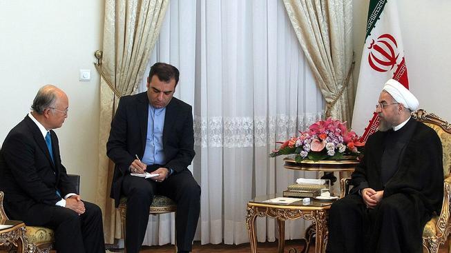 Íránský prezident Húsání a šéf MAAE Jukija Amano během nedělního jednání