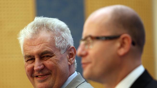 Prezident Miloš Zeman a premiér Bohuslav Sobotka (Ilustrační snímek)