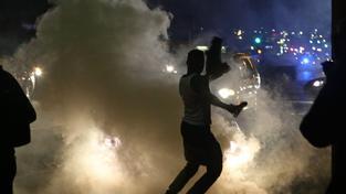 Nepokoje ve Fergusonu trvají víc jak týden