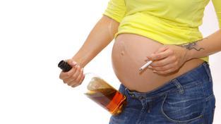 Opilá těhotná žena