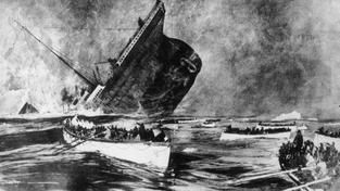 Pasažéři, kteří přežili, se dívají na potápějící se loď. Dobová ilustrace z roku 1912