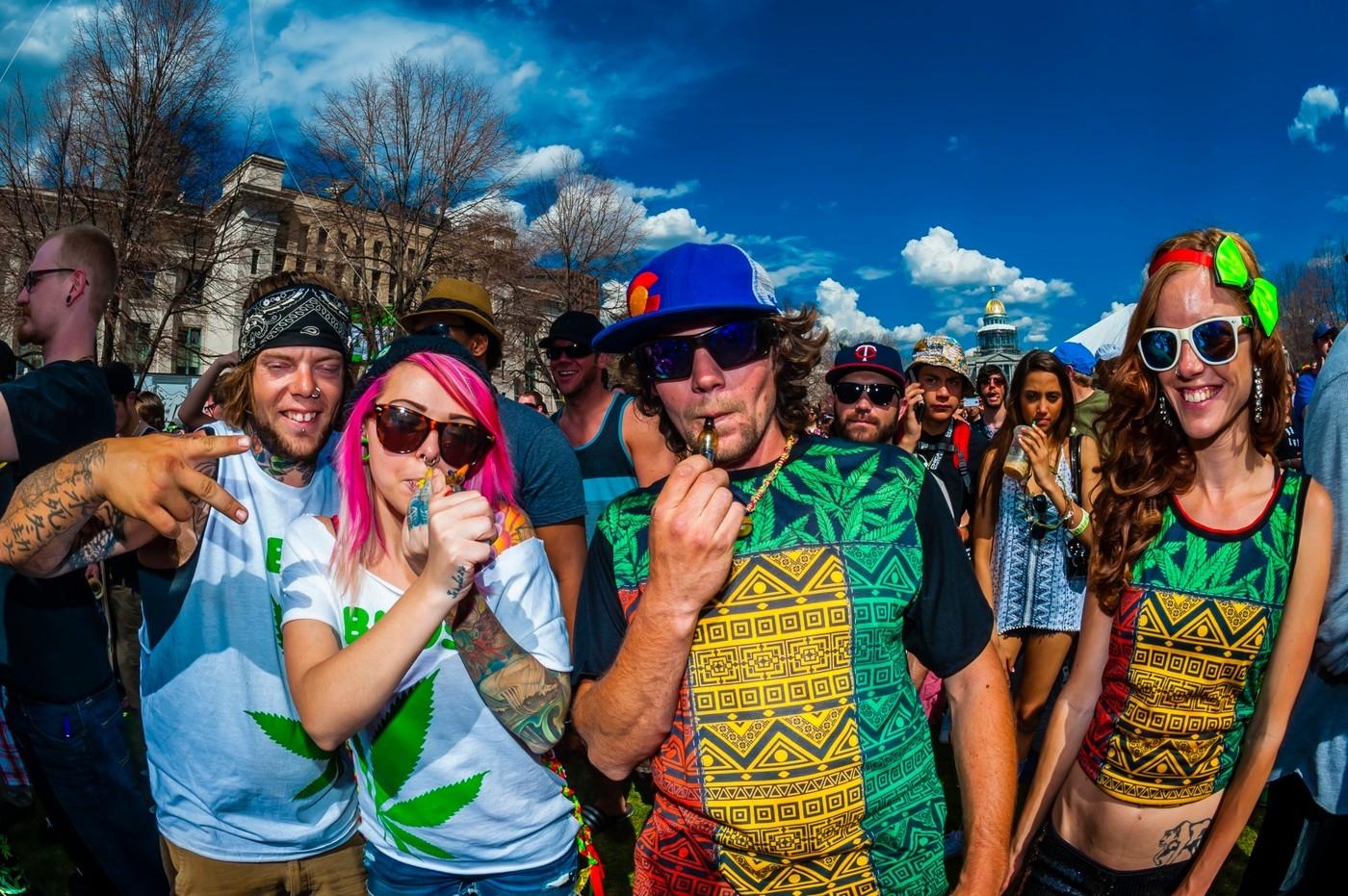 Marihuana je pro mládež bezpečnější než alkohol, tvrdí vědci