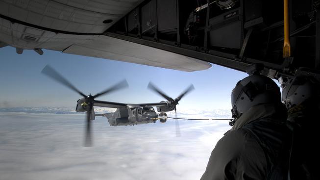 konvertoplán CV-22B Osprey při tankování