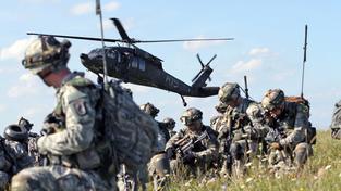 Vojáci NATO při cvičení