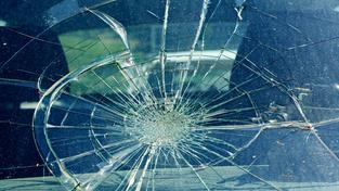 Prasklé čelní sklo (ilustrační foto)