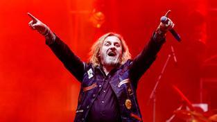 Frontman skupiny Kabát Josef Vojtek během narozeninového vystoupení na Vypichu
