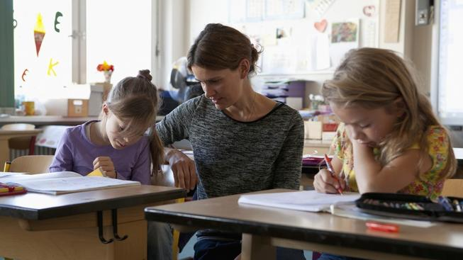 Přidáno dostanou od listopadu i učitelé (Ilustrační snímek)