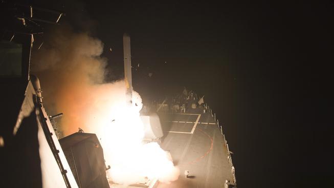 Odpalování rakety Tomahawk na pozice IS
