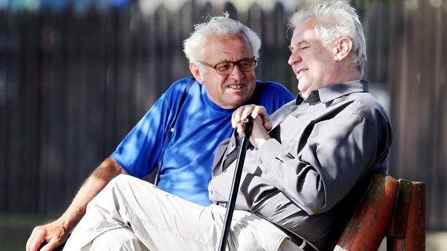 Nevědět, o koho jde, vypadá Miloš Zeman jako takový normální důchodce