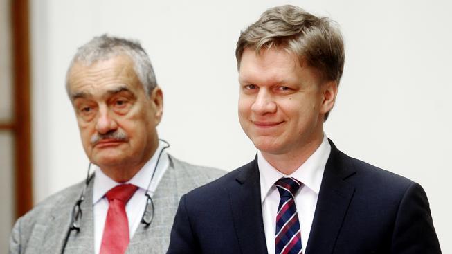 Šéf TOP 09 Karel Schwarzenberg se svým mladším kolegou, pražským primátorem Tomášem Hudečkem