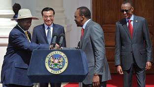 Čínský premiér Li Kche-čchiang během květnové návštěvy v Nairobi