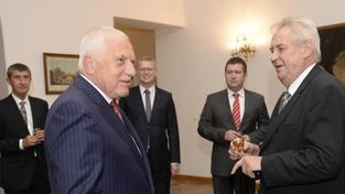 Prezident Miloš Zeman pozval na oslavu svých 70. narozenin i exprezidenta Václava Klause.