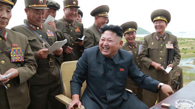 Vůdce Kim ví, jak během raketových testů nastolit dobrou náladu