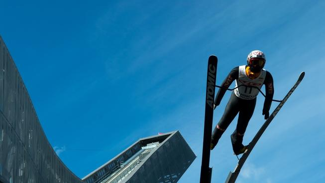 Na tomhle skokanském můstku v Oslu se olympijské hry v roce 2022 konat nebudou (instalace Skokan od Erica Flaatena u skokanského můstku Holmekollen)
