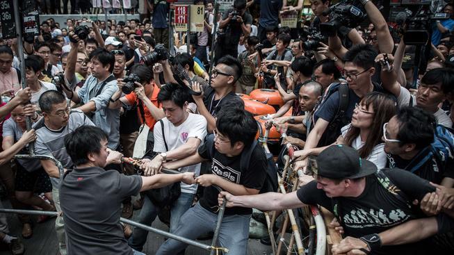 Prostesty v Hong Kongu nabírají na ostrosti