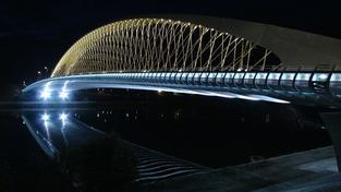 Na Trojském mostě už jezdí auta i MHD. Stavba stála přes 1,3 miliardy.