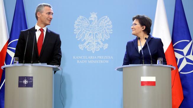 Jens Stoltenberg a nová polská premiérka Ewa Kopaczová, která chce ve své zemi víc amerických vojáků