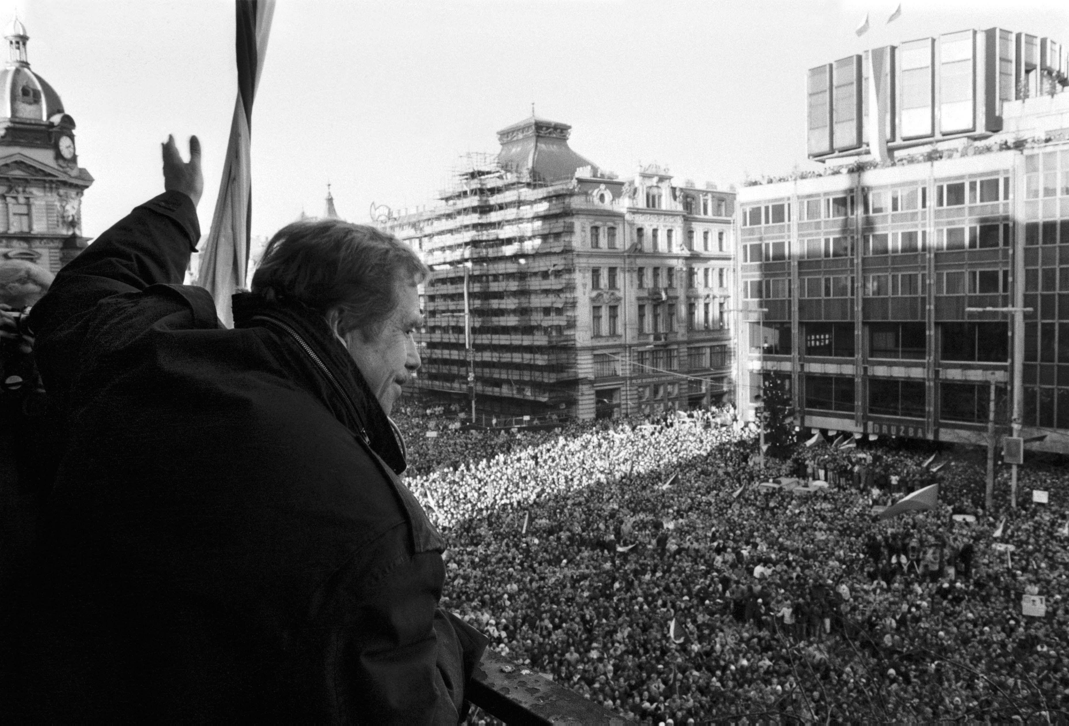 Komentář: Nobelovy ceny jako laciná fraška. Nebo Havel jen dost nepřikuloval?