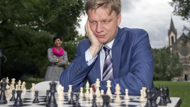 Pražský primátor Tomáš Hudeček zkouší před volbami šachy