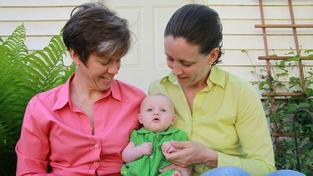 Zákony odsud registrovaným párům adopce neumožňují