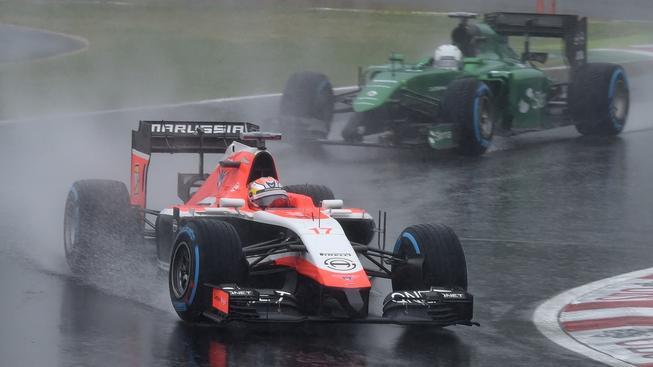 Pilot Jules Bianchi na trati v Suzuce, kde měl těžkou havárii