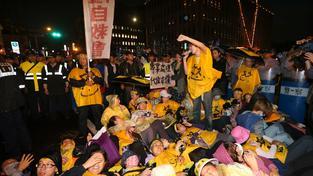 Protesty v Hongkongu opět získávají na síle. Demonstranti se chystají blokovat celé centrum a přespávat na ulicích.