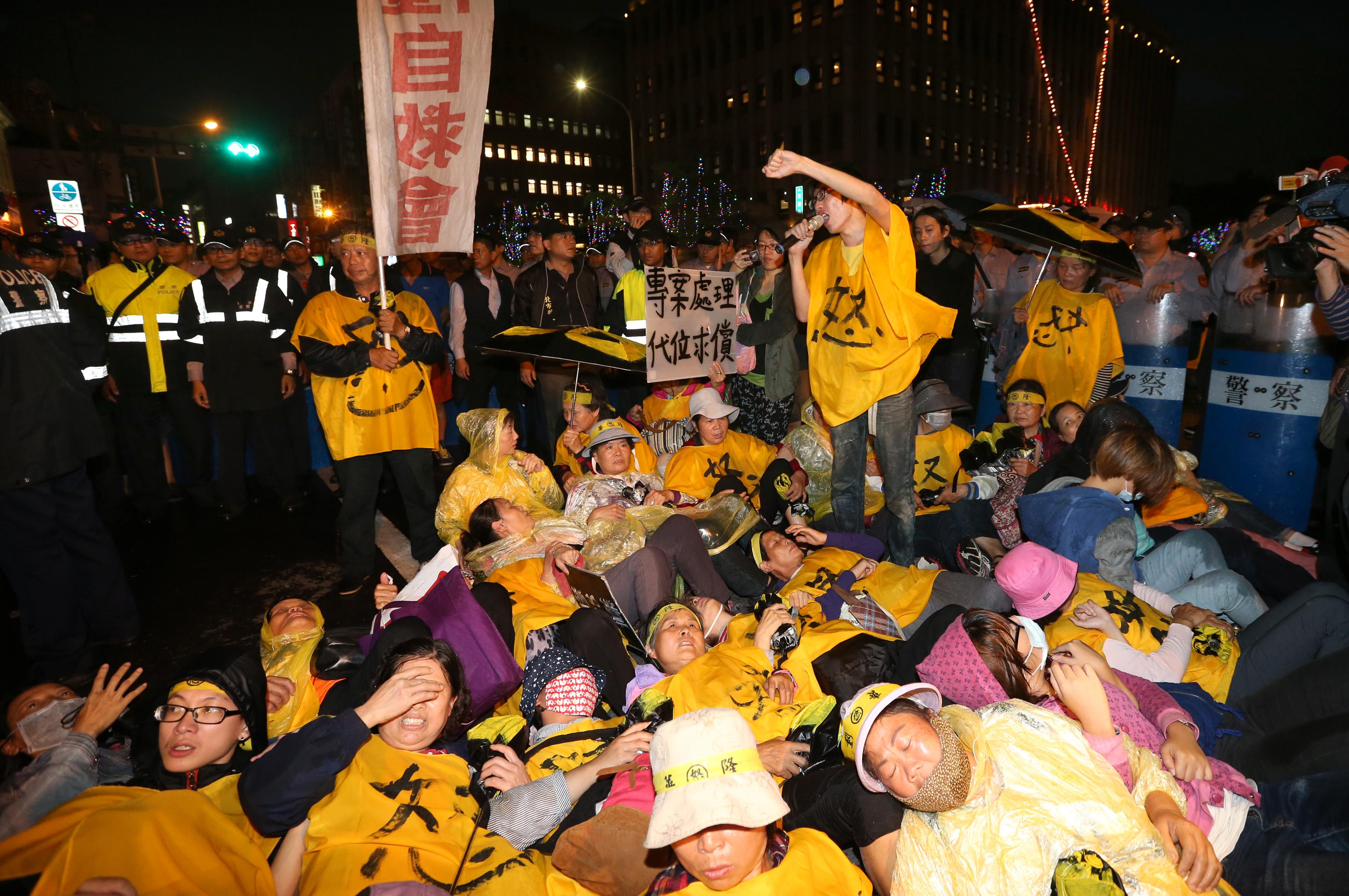 V Hongkongu opět demonstrují tisíce aktivistů. Policie chystá zásah