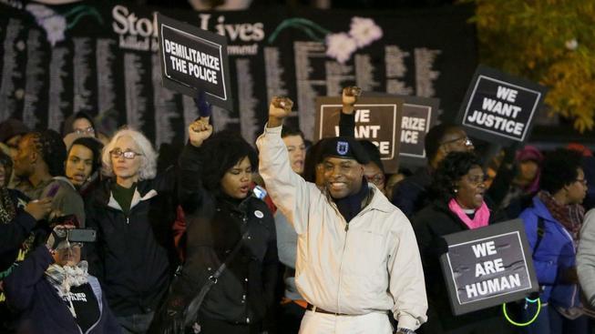V americkém Fergusonu pokračují rasové nepokoje kvůli policejnímu násilí