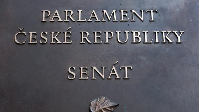 Volilo se do třetiny Senátu.
