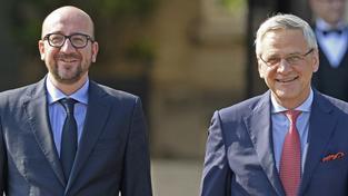 Nový belgický premiér Charles Michel (vlevo) a jeho koaliční partner Kris Peeters