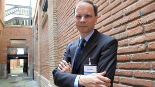 Jean Tirole získal Nobelovu cenu za ekonomii. Švédská královská akademie ocenila jeho analýzu tržní síly a regulace.