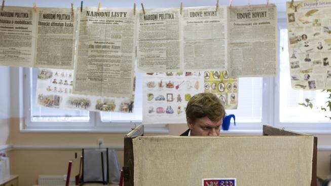 Tomáš Hudeček ve volební místnosti, kdy ještě mohl doufat, že si křeslo primátora udrží