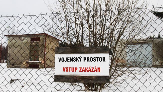 Z muničního skladu ve Vrběticích se v noci ozvaly další výbuchy.