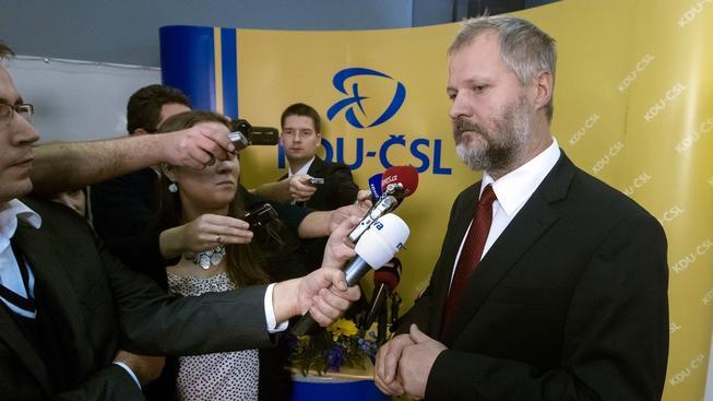 Václav Hampl proměnil svoji kandidaturu v senátní mandát.