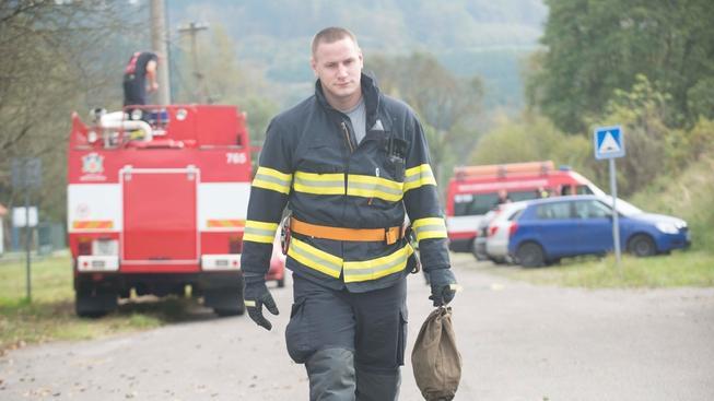 Pyrotechnici i dnes pokračovali v kontrole areálu ve Vrběticích, části obce Vlachovice, kde ve čtvrtek vybuchl muniční sklad.