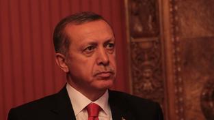 Recep Tayyip Erdogan se domnívá, že se PYD nikterak neliší od nenáviděné PKK, tudíž, že je to teroristická frakce.