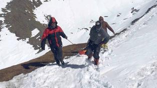 Pátrání po obětech sněhové bouře v Nepálu