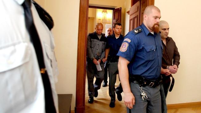 Brněnský krajský soud dnes poslal na 19 let do vězení Radka Sobotku a Tomáše Trkana (zleva) za to, že v červnu 2010 zavraždili v Brně Michala Tofla.