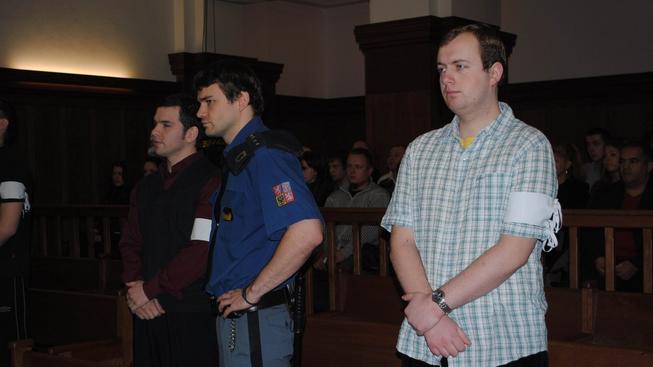 Viníci žhářského útoku ve Vítkově obdrželi vysoké tresty přes 20 let vězení