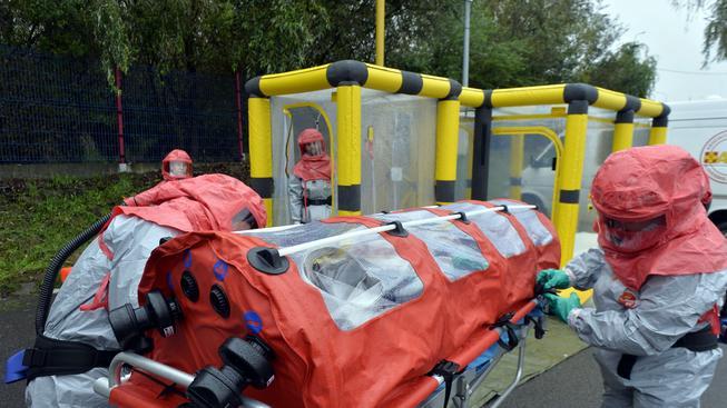 Každé podezření na ebolu provázejí přísná bezpečnostní opatření