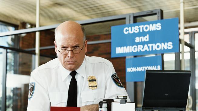 Zpřísnění podmínek pro imigranty je v Británii velké téma