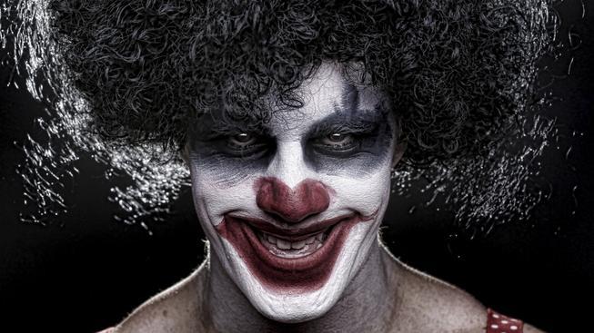Být za klauna je mezi násilníky nová móda