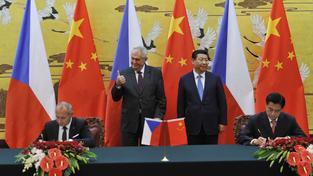 Prezident Miloš Zeman opět rozvířil z jeho pohledu stojaté vody mezinárodní politiky.  Na závěr své návštěvy Číny se v Pekingu setkal se svým čínským protějškem Si Ťin-pchingem a uvedl, že Česká republika uznává územní celistvost Číny včetně Tibetu a Tchaj-wanu.
