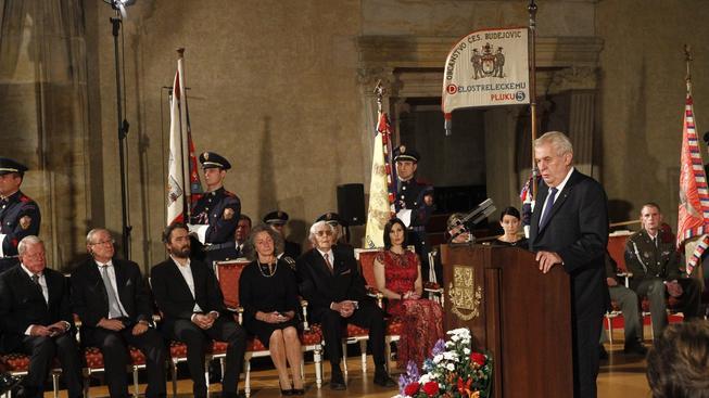 Miloš Zeman řeční během udílení státních vyznamenání ve Vladislavském sále