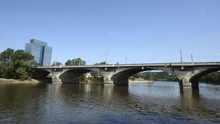 Libeňský most je v havarijním stavu