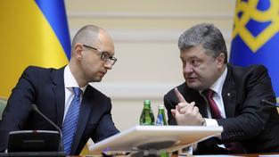 Ukrajinský premiér Jaceňuk a prezident Porošenko